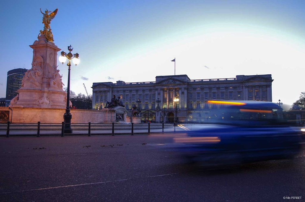 Buckingham Palace and its black cabs